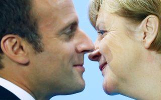 Στιγμιότυπο γαλλογερμανικής προσέγγισης. Η Γερμανίδα καγκελάριος Μέρκελ συναντήθηκε χθες με τον Γάλλο πρόεδρο Μακρόν για την προετοιμασία της συνόδου του G20 που θα διεξαχθεί την ερχόμενη εβδομάδα στο Αμβούργο. Χωρίς να αναφερθεί ρητώς στον Αμερικανό πρόεδρο Τραμπ, η Αγκελα Μέρκελ δήλωσε ότι οι συζητήσεις θα είναι «πολύ δύσκολες».