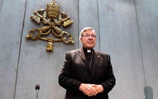 Την πρόθεσή του να επιστρέψει στην Αυστραλία για να αντικρούσει τις εναντίον του κατηγορίες εξέφρασε χθες ο καρδινάλιος Τζορτζ Πελ, υπ' αριθμόν τρία στην ιεραρχία του Βατικανού. Η εισαγγελία της Μελβούρνης τού άσκησε δίωξη για σωρεία βιασμών νεαρών αγοριών, όταν ο Πελ υπηρετούσε ως ιερέας στην αυστραλιανή επαρχία. Ο Πάπας Φραγκίσκος έχει δεσμευθεί να αντιμετωπίσει τα σκάνδαλα παιδεραστίας στους κόλπους της Ρωμαιοκαθολικής Εκκλησίας.