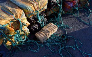 Αναζητείται το πλοίο «μάνα». Πάντως, σύμφωνα με Γάλλους και Ελληνες αξιωματούχους Ασφαλείας, τα ίχνη των «εγκεφάλων» της μεταφοράς των ναρκωτικών οδηγούν στην Ελλάδα.
