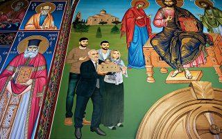Η οικογένεια Σαββίδη σε αγιογραφία στον Ιερό Ναό του Αγίου Πνεύματος στο Πρόχωμα. Φωτογραφίες: Αλέξανδρος Αβραμίδης