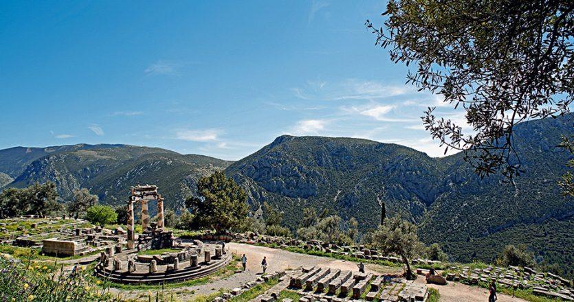 Ο αρχαιολογικός χώρος των Δελφών υποδέχεται κάθε χρόνο περί τους 500.000 επισκέπτες. (Φωτογραφία: ΝΙΚΟΣ ΚΟΚΚΑΣ)