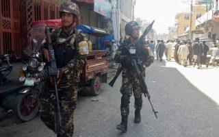 afganistan-enas-nekros-kai-5-traymaties-apo-ti-vomvistiki-epithesi-se-temenos-tis-kampoyl0