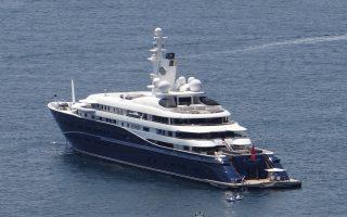 Οι Αλ Θάνι όχι μόνον επισκέπτονται συχνά την Ελλάδα, αλλά την έχουν επιλέξει και ως έδρα ελλιμενισμού κάποιων εκ των mega yacht τους, όπως η «Al Mirqab», 133 μέτρων και αξίας 200 εκατ. δολ. θαλαμηγό τους.