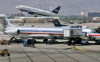 «Συνήθως αγνοούμε την ατμόσφαιρα και απλώς νομίζουμε ότι το αεροπλάνο πετάει σε κενό χώρο, αλλά φυσικά δεν είναι έτσι», λένε οι ειδικοί.