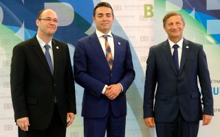 Νίκολα Διμιτρόφ (κέντρο). O νέος υπουργός Εξωτερικών της ΠΓΔΜ έρχεται την Τετάρτη στην Αθήνα για να συναντηθεί με τον Ελληνα ομόλογό του Ν. Κοτζιά.