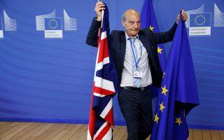 Eτοιμασίες λίγο πριν από τη συνάντηση του εκπροσώπου της Κομισιόν Μ. Μπαρνιέ και του Βρετανού υπουργού υπευθύνου για το Brexit Ντ. Ντέιβις.