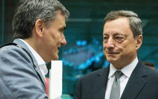 Μάριο Ντράγκι - Ευκλ.Τσακαλώτος. Η ΕΚΤ, διά του προέδρου της, έχει κάνει σαφές πως χωρίς θετική ανάλυση βιωσιμότητας από το Ταμείο, η Τράπεζα δεν μπορεί να εγκρίνει το QE.