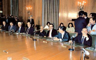 Ο Κων. Μητσοτάκης πρωθυπουργός, στο πρώτο υπουργικό συμβούλιο αμέσως μετά την ορκωμοσία της κυβέρνησης, στις 11 Απριλίου 1990.
