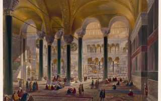 Αποψη του κεντρικού χώρου του ναού μέσα από το βόρειο πλευρικό κλίτος. Οπως γίνεται σαφές, η κατασκευή των παράπλευρων χώρων εξυπηρετούσε πλήρως την ανάδειξη του ενιαίου κεντρικού χώρου.