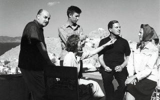 Ο Ν. Χατζηκυριάκος-Γκίκας και η σύζυγός του Barbara με τον J. Craxton, τον Patrick και την Joan Leigh Fermor στο σπίτι τους στην Ύδρα. (Φωτογραφία: Roloff Beny)