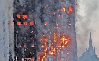 Τουλάχιστον δώδεκα άνθρωποι σκοτώθηκαν και δεκάδες τραυματίσθηκαν από πυρκαγιά, που ξέσπασε σε κτίριο κατοικιών 24 ορόφων στο βόρειο Κένσιγκτον του Λονδίνου. Η πυροσβεστική ανακοίνωσε ότι ο αριθμός των θυμάτων ενδέχεται να αυξηθεί, καθώς η έρευνα των υψηλότερων ορόφων του κτιρίου δεν είχε ολοκληρωθεί μέχρι αργά χθες το βράδυ. Κάτοικοι του κατασκευασμένου το 1974 ουρανοξύστη καταγγέλλουν ότι η δημοτική επιχείρηση διαχείρισης του κτιρίου αγνόησε παλαιότερες προειδοποιήσεις τους για κίνδυνο πυρκαγιάς.