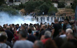 Πολίτες του Μενιδίου σε πρόσφατη συγκέντρωση διαμαρτυρίας κατά της διακίνησης ναρκωτικών και της οπλοχρησίας στην περιοχή τους.