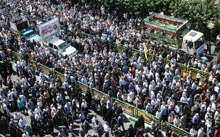 Πλήθος κόσμου παρευρέθηκε στην κηδεία των θυμάτων της διπλής επίθεσης στην Τεχεράνη, Ιραν.