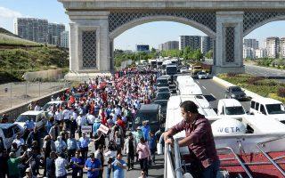 450 χιλιόμετρα διήνυσαν οι διαδηλωτές με τελικό προορισμό τις φυλακές όπου κρατείται ο Ενίς Μπερμπέρογλου.
