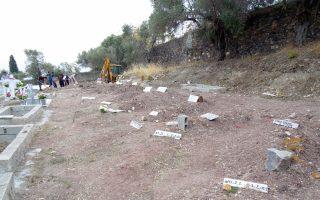 Λόγω έλλειψης κοιμητηρίων στα νησιά αλλά και στην Αθήνα, υπάρχει πρόβλημα ταφής των μουσουλμάνων.