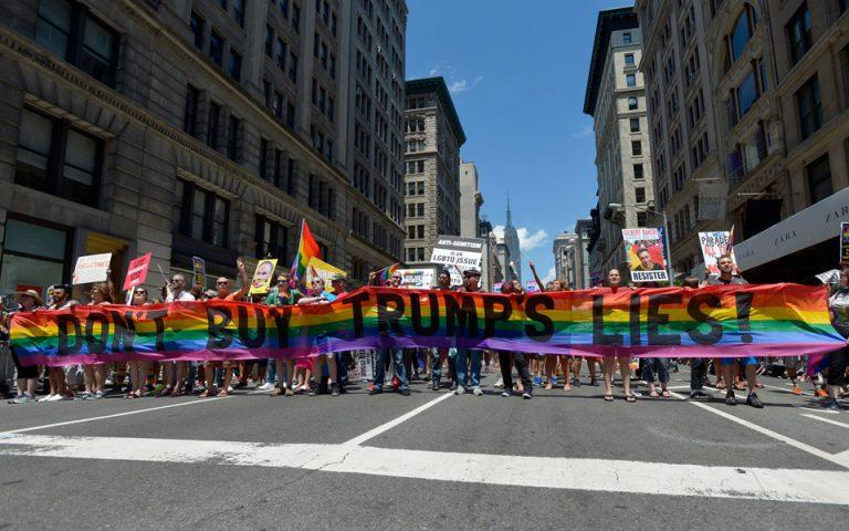 ipa-me-synthimata-kata-toy-tramp-to-gay-pride-sti-nea-yorki-2196956