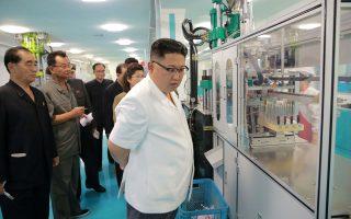 Εργοστάσιο οδοντιατρικών προϊόντων επιθεώρησε χθες ο ηγέτης της Βόρειας Κορέας Κιμ Γιονγκ Ουν.