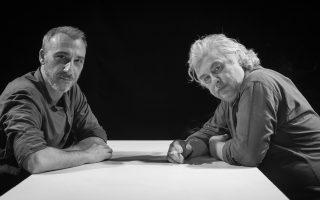 Ο Μίνως Μάτσας με τον σκηνοθέτη της παράστασης Σταύρο Τσακίρη.