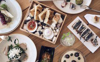 Πλέον υπάρχουν πολλές και ενδιαφέρουσες προτάσεις από Ελληνες μάγειρες, που μπολιάζουν το γευστικό μας μητρώο με νέα πράγματα.