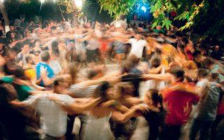 Ο ικαριώτικος είναι ο κατεξοχήν χορός στα πανηγύρια του νησιού. (Φωτογραφία: SHUTTERSTOCK)