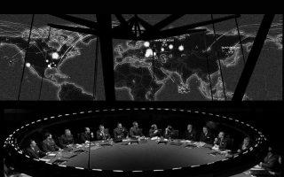Η Αίθουσα Πολέμου, όπου εκτυλίσσεται το μεγαλύτερο μέρος της κλασικής ταινίας του Στάνλεϊ Κιούμπρικ «SOS Πεντάγωνο καλεί Μόσχα».