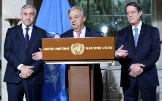 Ο γ.γ. του ΟΗΕ Αντόνιο Γκουτιέρες με τον Νίκο Αναστασιάδη και τον Μουσταφά Ακιντζί. Από τη συνάντησή τους θα κριθεί η εξέλιξη του Κυπριακού.