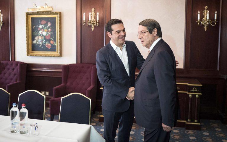 o-tsipras-enimerose-ton-anastasiadi-gia-tis-synomilies-poy-eiche-me-ton-gilntirim-2196436