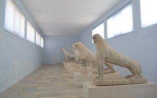 Στη Δήλο, το πρόβλημα είναι μεγάλο και δεν περιορίζεται μόνο στο μουσείο και στους σοβάδες που έπεφταν – τώρα το μουσείο είναι ανοικτό.