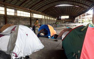 Χθες, έγιναν έλεγχοι σε περίπου 150 μετανάστες που εντοπίστηκαν σε εγκαταλελειμμένα εργοστάσια. Οι 25 δεν είχαν νομιμοποιητικά έγγραφα.