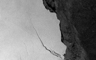 Μεγάλο ρήγμα στην παγοκρηπίδα Λάρσεν της Ανταρκτικής, όπως φωτογραφήθηκε από δορυφόρο της Ευρωπαϊκής Υπηρεσίας Διαστήματος.