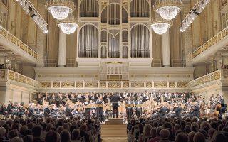 Η Γερμανική Συμφωνική Ορχήστρα Βερολίνου και η Χορωδία της Ραδιοφωνίας του Βερολίνου, σε διεύθυνση Στίβεν Σλόαν, ερμήνευσαν τη «Γερμανική Λειτουργία» του Στέφαν Χόικε στο Κοντσέρτχαους του Βερολίνου.