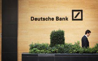 Η γερμανική τράπεζα ετοιμάζεται να μεταφέρει από το Λονδίνο στη Φρανκφούρτη μέρος των δραστηριοτήτων της στην επενδυτική τραπεζική και στις συναλλαγές. Αντίστοιχα, θα μετατοπισθούν και εκατοντάδες θέσεις χρηματιστών καθώς και λογαριασμοί περίπου 20.000 πελατών της.