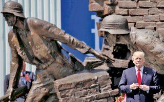 Λίγες ώρες προτού συναντηθεί με τον Βλαντιμίρ Πούτιν στο Αμβούργο, στο περιθώριο του G20, ο Ντόναλντ Τραμπ, με φόντο το μνημείο της Εξέγερσης της Βαρσοβίας εναντίον των ναζί στην πλατεία Κρασίνσκι, διατύπωσε τις σκληρότερες έως σήμερα επικρίσεις του κατά της Ρωσίας.