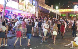 Αγριες νύχτες σε τουριστικές περιοχές της Ελλάδας έρχονται να ζήσουν νέοι επισκέπτες.
