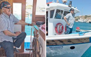 «Η θάλασσα και η βάρκα είναι όλη μου η ζωή», εξηγεί στην «Κ» ο καπετάν Πράσινος, ο οποίος κάθεται μπροστά στο ξύλινο τιμόνι της λάντζας εδώ και 51 χρόνια.