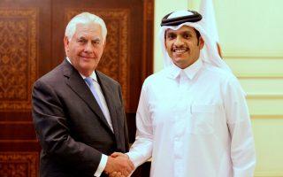Ο υπ. Εξωτερικών του Κατάρ, Μοχάμεντ μπιν Αμπντουλραχμάν αλ Θάνι, στην πρόσφατη συνάντηση με τον Αμερικανό ομόλογό του, Ρεξ Τίλερσον.