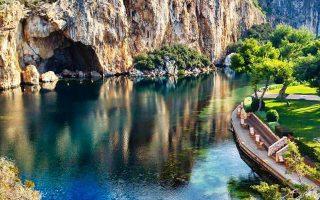 Η Κρατική Ορχήστρα Θεσσαλονίκης αναλαμβάνει να «ανοίξει» τον κύκλο συναυλιών κλασικής μουσικής «Η Λίμνη των Ηχων», που επιμελείται ο μαέστρος και κλαρινετίστας Διονύσης Γραμμένος.