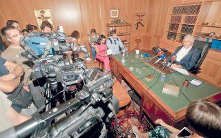 Με δημόσια δήλωσή του, κάτι που συμβαίνει για πρώτη φορά, ο πρόεδρος του ΣτΕ καταδίκασε τις κλιμακούμενες επιθέσεις κατά της Δικαιοσύνης.