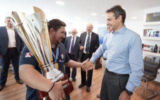 Με την εθνική ομάδα νέων ανδρών του μπάσκετ, η οποία κατέκτησε το Ευρωπαϊκό Πρωτάθλημα, συναντήθηκε χθες ο Κυρ. Μητσοτάκης.