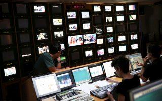 Nέα αντιπαράθεση μεταξύ κυβέρνησης και αντιπολίτευσης με επίκεντρο το ζήτημα της αδειοδότησης των τηλεοπτικών σταθμών κατεγράφη κατά τη διάρκεια συνεδρίασης της Επιτροπής Θεσμών και Διαφάνειας.