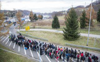 Πρόσφυγες στα σύνορα Αυστρίας - Σλοβενίας τον Νοέμβριο του 2015 στην κωμόπολη Σπίλφελντ της Αυστρίας.