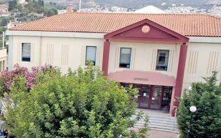 Χαρακτηριστικό είναι ότι πάλι στο Πανεπιστήμιο Αιγαίου, το 2010, υπήρξε διαμάχη για το πού θα εγκατασταθεί το υπό ίδρυση τμήμα Τουρισμού, στη Χίο ή στη Ρόδο. Τελικά, το τμήμα δεν ιδρύθηκε.