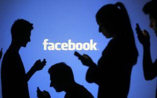 Τα έσοδα από τη διαφήμιση μέσω κινητών τηλεφώνων αντιστοιχούν στο 87% του συνόλου των διαφημιστικών εσόδων του μέσου κοινωνικής δικτύωσης.