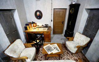 Αντίγραφο του δωματίου του Χίτλερ έχουν τη δυνατότητα να δουν οι επισκέπτες της έκθεσης «Χίτλερ: πώς μπόρεσε να συμβεί;».