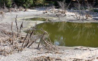 Η μείωση των βροχοπτώσεων, η εγκατάλειψη της υπαίθρου και η αύξηση της κατανάλωσης νερού προκάλεσαν την απερήμωση των εδαφών στην Κύπρο.