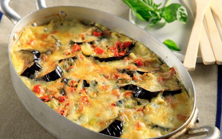 «Σαγανάκι» φούρνου με μελιτζάνες και μετσοβόνε