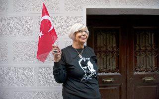 Ó Έως και 3.500 τουρίστες επισκέπτονται το τουρκικό προξενείο Θεσσαλονίκης κάθε Νοέμβριο, στην επέτειο θανάτου του Κεμάλ. Φωτογραφίες: Αλέξανδρος Αβραμίδης