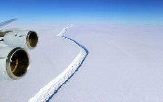 Καθ' όλη τη διάρκεια του χειμώνα, οι επιστήμονες παρακολουθούσαν την εξέλιξη του ρήγματος στην παγοκρηπίδα Λάρσεν C (η φωτογραφία είναι του Νοεμβρίου 2016).