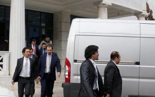 Οι οκτώ Τούρκοι αξιωματικοί παραμένουν υπό κράτηση επτά μήνες μετά την απόφαση του Αρείου Πάγου ότι δεν θα εκδοθούν στην Τουρκία.