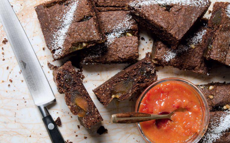 Πίτα με καρύδια και μαρμελάδα βερίκοκο-ροδάκινο
